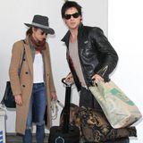 Nikki Reed und Ian Somerhalder wirken etwas gestresst, als sie am Flughafen in Los Angeles ankommen.
