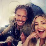 Kate Hudson freut sich über einen spaßigen Flug: Den hat sie Rockstar Steven Tyler zu verdanken.