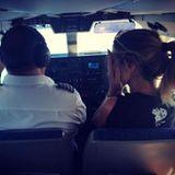 Wirklich? In dieses kleine Flugzeug? Heidi Klum weiß selbst nicht, was sie da geritten hat.