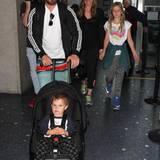 Reisen mit Kind und Kegel: Christian Bale und seine Frau Sibi Blazic sind ein eingespieltes Team. Die Familie wird am Flughafen von Los Angeles gesichtet.