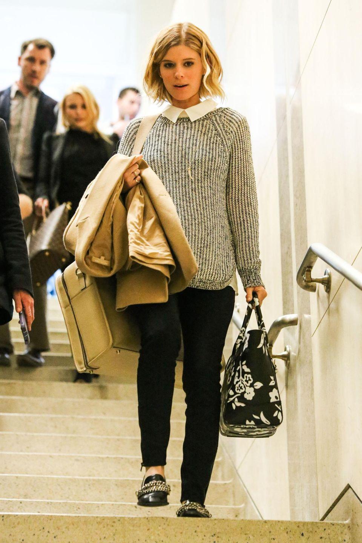 """Kate Mara kommt aus New York in Los Angeles an. Gerade ist in den USA die zweite Staffel der Erfolgsserie """"House Of Cards"""" angelaufen, in der die Geschichte um ihre Rolle der Journalistin Zoe Barnes eine dramatische Wendung nimmt."""