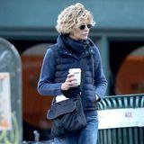 Meg Ryan startet den Tag mit einem wärmenden Kaffee.