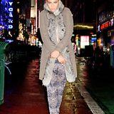 Auf New Yorks winterlichen Straßen posiert Beyoncé mit pelzgesäumtem Mantel.