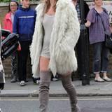Felljacken-Fan Kate Moss kann eine ganze Reihe der wärmenden Begleiter ihr Eigen nennen.