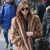 Bezüglich ihres Alters könnte man schon diskutieren, ob ein Pelzmantel das richtige Outfit für Chloe Moretz ist. Was die 14-Jährige aber wohl nicht weiter interessiert, sie schlendert warm eingepackt durch Paris.