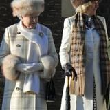 Queen Elizabeth und Camilla, Duchess of Cornwall, im royalen Winteroutfit.