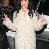 Auch Katy Perry steht auf den Flokati-Look.