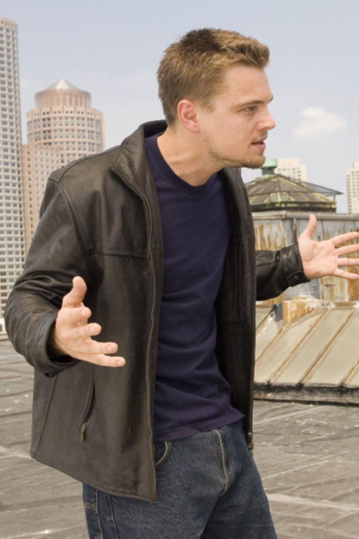 """In """"Departed - Unter Feinden"""" schläust sich Leonardo DiCaprio als Undercover-Agent bei der Mafia ein - natürlich ganz cool in Be"""