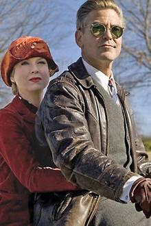 """Einfach zum Dahinschmelzen: George Clooney mit Filmparterin Renée Zellweger und in verwegenem Leder im Film """"Leatherheads"""""""