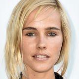 Buschige, dunkle Augenbrauen wirken bei Blondinen wie Isabel Lucas besonders kräftig.