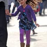 Suri im Herbst-Look: Lila- und Blautöne sind gerade bei ihr angesagt.