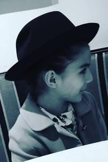 Suri Cruise trägt einen Kinderhut von Zac Posen. Mit diesem Fotos gratuliert Katie Holmes dem Designer zum Geburtstag (24. Oktober).