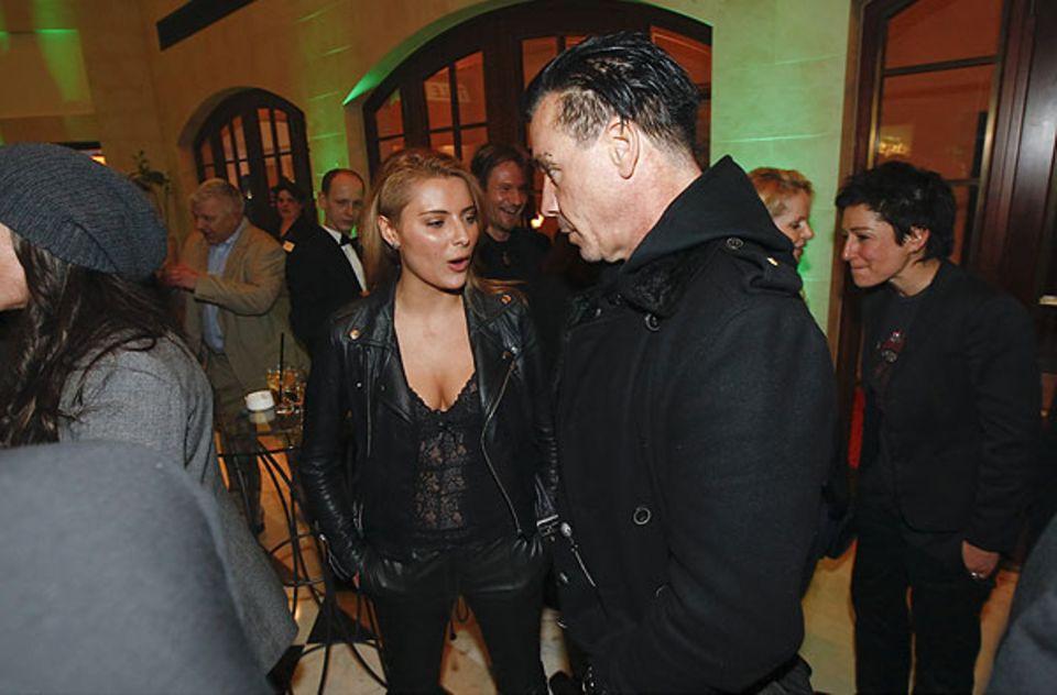 """18. Februar 2011: Sophia Thomalla und Till Lindemann unterhalten sich angeregt auf dem """"Director's Cut""""."""