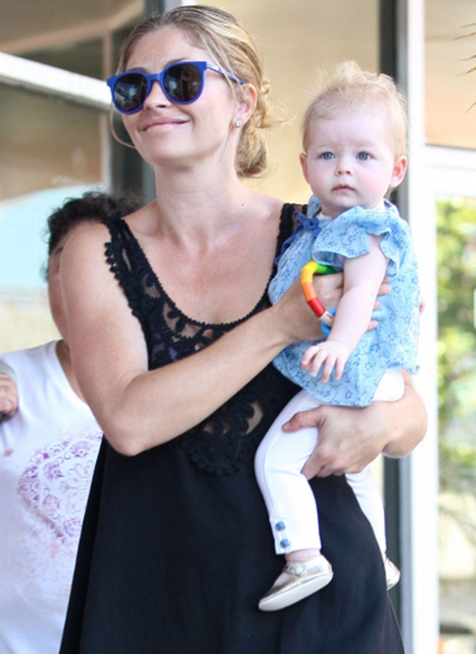 August 2012: Endlich bekomen wir Georgia zu Gesicht. Die zweite Tochter von Rebecca Gayheart und Eric Dane kam bereits im Dezemb