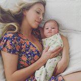 """September 2015: Leah Jenner teilt den ersten Blick auf ihr neun Wochen altes Töchterchen Eva James bei Instagram. """"Es ist eine Ehre, Kleines"""", schreibt die Ehefrau von Caitlyn Jenners Sohn Brandon zu dem Bild."""