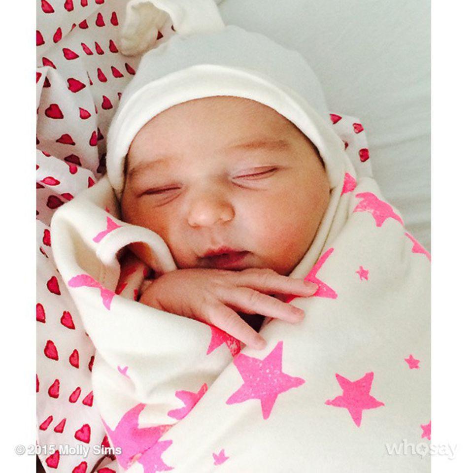 März 2015: Auf Instagram heißt Molly Sims Scarlett May in ihrer Familie willkommen. Für Molly Sims und Scott Stuber ist es das zweite Kind.