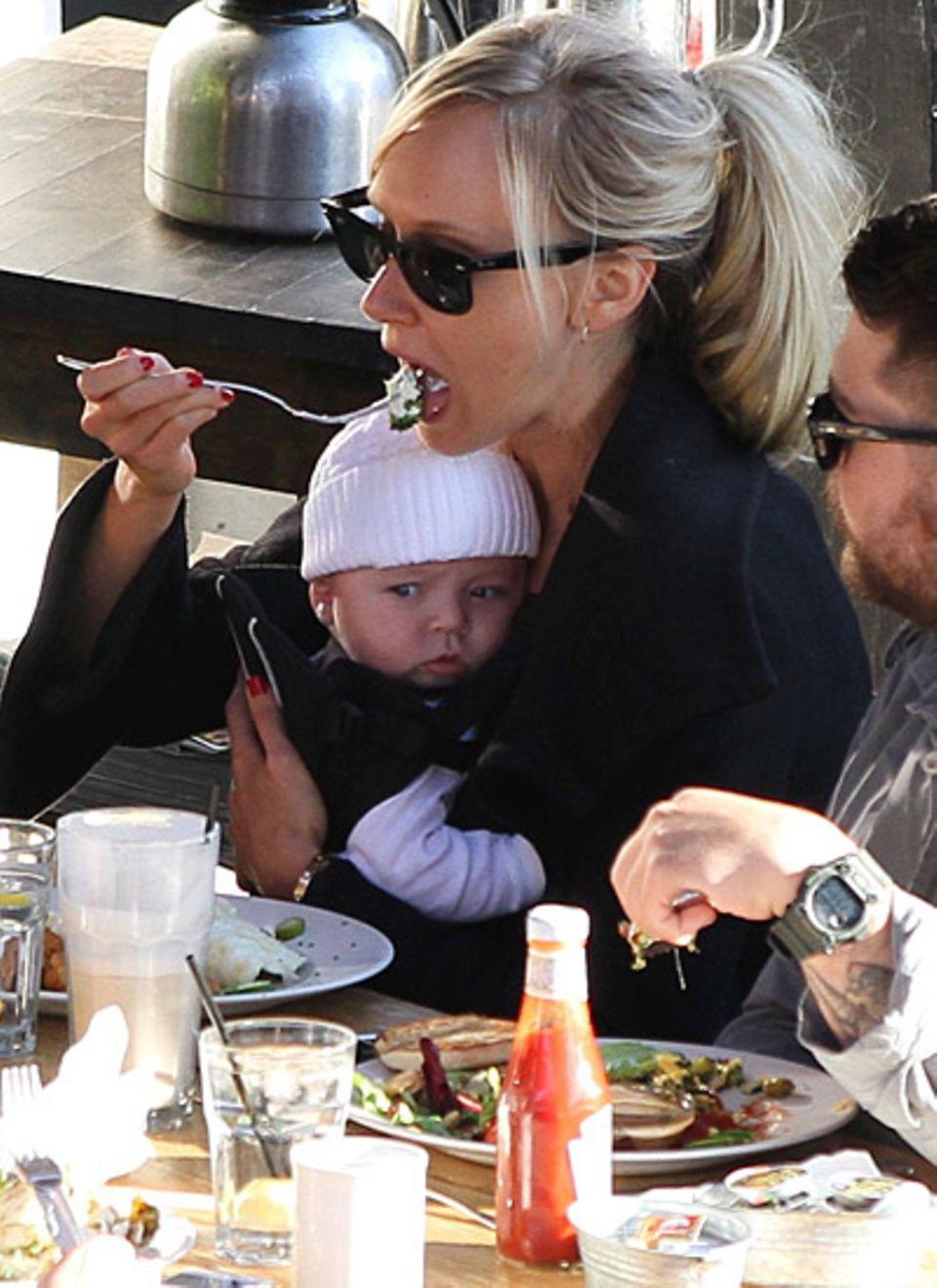 Dezember 2011: Kimberly Stewart brachte am 21. August die kleine Delilah zur Welt. Vater des Kindes ist Schauspieler Benicio del
