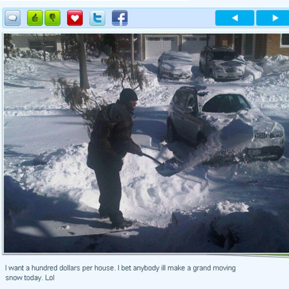 Auch ein Rapper muss mal Schnee schippen: 50 Cent twittert dieses Bild von sich und fordert mit einem Augenzwinkern pro Haus hun