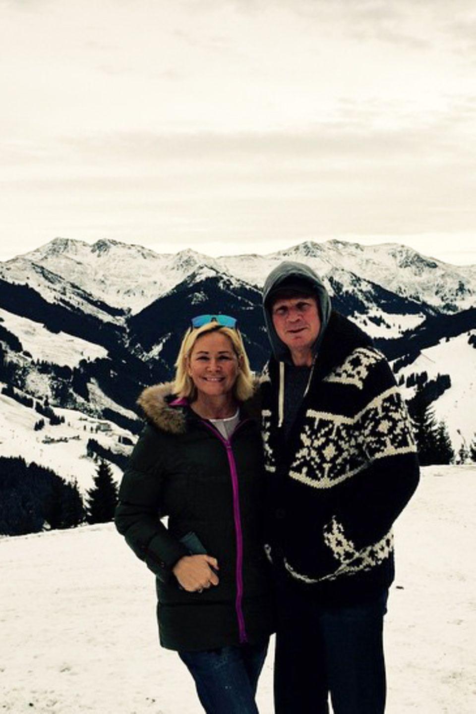 """Claudia und Stefan Effenberg machen Liebesurlaub im Schnee. Zusammen mit Freunden besuchen sie das Hotel """"Alpin Juwel"""" in Hinterglemm, Österreich."""