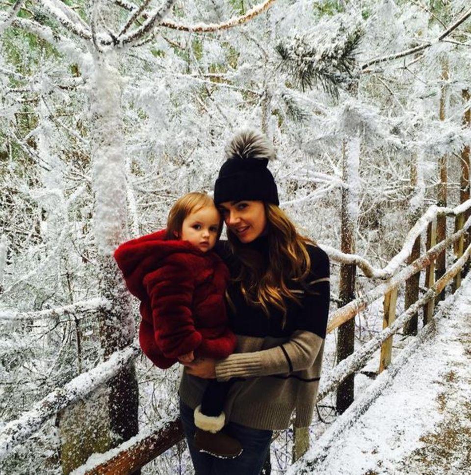 Tamara Ecclestone ist mit Töchterchen Sophia unterwegs zu Santa Claus.