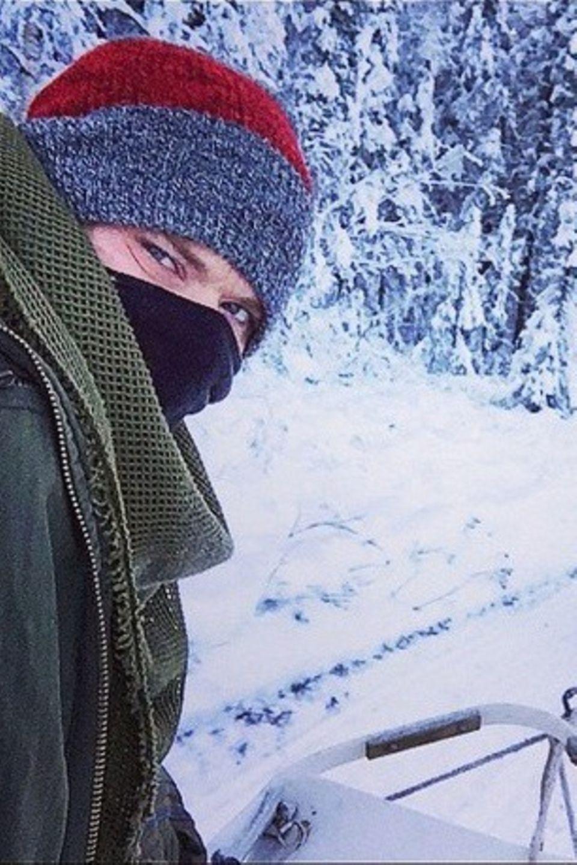 Kellan Lutz probiert in Alaska das Fahren mit dem Hundeschlitten aus.