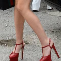 Die wunderschönen Plateau-Pumps von Gucci stehen der zierlichen Amerikanerin wirklich gut.