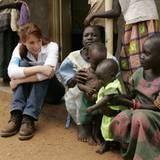 18. Oktober 2005: Für UNICEF besucht Monica Lierhaus ein Krankenhaus in Uganda