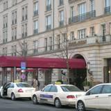 """Auch vor dem Hotel """"Adlon"""" unweit des Brandenburger Tors will keine Berlinale-Stimmung aufkommen"""