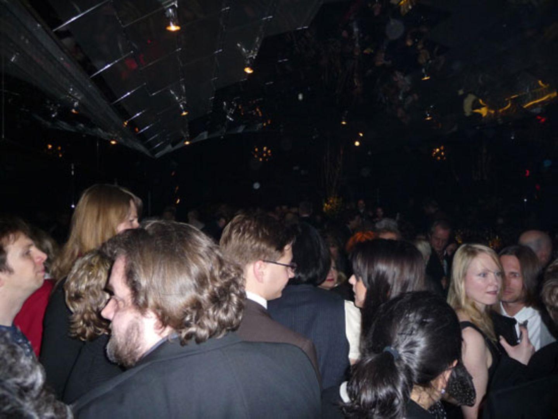 So sieht es aus, wenn man 600 Leute in eine viel zu kleine Bar einlädt
