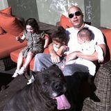 Challenge accepted! Vin Diesel überzeugt auch privat als Actionheld. Lässig mit Sonnenbrille bändigt er nicht nur seine drei Kinder, sondern auch gleich den Familienhund.