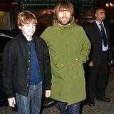 """Zum """"Kinks""""-Musical """"Sunny Afternoon"""" in London wird Liam Gallagher von seinem 14-jährigen Sohn Gene Gallagher begleitet."""