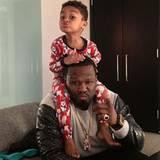 Auch harte Rapper lassen ihr Badboy-Image ganz schnell links liegen, wenn es um ihren Nachwuchs geht. Der süße Sire Jackson hat Papa 50 Cent so sehr um seine kleinen Finger gewickelt, dass sich dieser zu jedem Spaß und einer witzigen Grimasse hinreißen lässt.