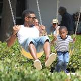 Verspielter Papa: Usher verbringt einen Tag mit seinen Kinder auf dem Spielplatz. Und Papa genießt die Zeit mit seinen Sprösslin