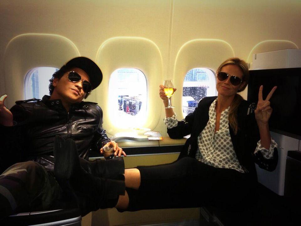 Bei Twitter bedankt sich Heidi am nächsten Morgen bei Bruno Mars für seinen gelungenen Auftritt in der Show.