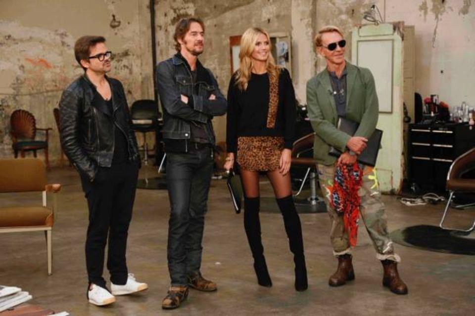 "Kristian Schuller, Thomas Hayo, Heidi Klum und Wolfgang Joop (v.li.) am Set von ""Germany's Next Topmodel""."