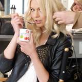 Louisa wurde für den neuen Buttermilch-Werbespot von Müller ausgewählt.