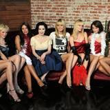 Die Kandidatinen bekommen von Burlesque-Künstlerin Dita Von Teese beigebracht, wie man sich sexy in Szene setzt.