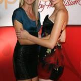 Heidi Klum posiert stolz mit ihrer dritten Gewinnerin Jennifer Hof.