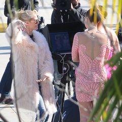 Staffel 11  Kaum sind die Castings in Deutschland vorbei, da wird schon wieder geshootet, was das Zeug hält. Hinter der Kamera gibt Heidi Klum ihren in neonpink gekleideten Models Tipps. Der Spaß kommt dabei natürlich nicht zu kurz.