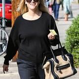 Reese Witherspoon nutzt ihre kurzen, babyfreien Momente für eine Shoppingtour. Die geräumige Celine-Bag ist dafür genau richtig.