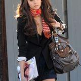 """""""Vampire Diaries""""-Darstellerin Nina Dobrev liebt ihre geräumige George, Gina & Lucy Tasche. Nur ihre Zeitschriften haben nicht m"""
