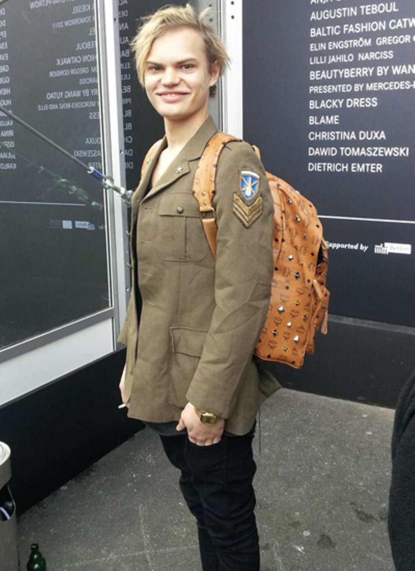 Wilson Gonzales Ochsenknecht sorgte auf der Fashion Week in Berlin mit dem  MCM Stark Backpack für Aufsehen. Wert des Rucksacks: