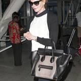 Nicht ohne meine Céline! Nicole Kidman verstaut auf Reisen alle wichtigen Unterlagen in dem großen Shopper des französischen Luxuslabels.
