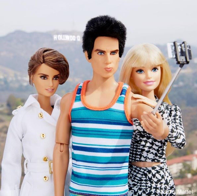 """Der Filmstart von """"Zoolander 2"""" sorgt weltweit für Furore. Auch Barbie kommt um diesen Hype nicht herum. Bei einem gemeinsamen Besuch mit Derek Zoolander in den Hollywood Hills kommt der Selfiestick zum Einsatz."""