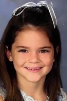 Kendall Jenner  Heute ist sie ein bekanntes Modell und auch als kleines Mädchen sah sie schon entzückend aus.