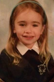 Lily Collins  Die Schauspielerin zeigt sich auf ihrem Instagramprofil als kleines, süßes Schulmädchen.