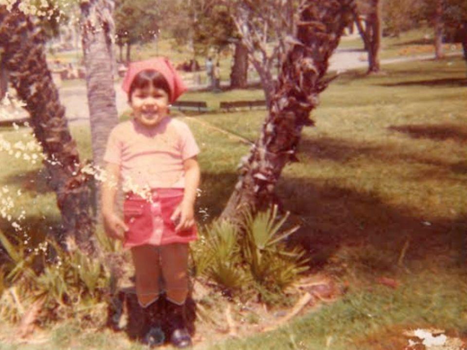 Eva Mendes  Eva Mendes teilt ein Kindheitsfoto von sich.