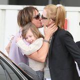 Keith Urban holt seine Frau Nicole Kidman und Tochter Sunday Rose vom Flughafen in Sydney ab. Zur Begrüßung gibt's einen dicken Kuss.