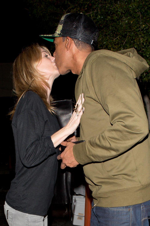 Ellen Pompeo und ihr Mann Chris Ivery wirken bei ihrem Kuss fast ein wenig schüchtern.