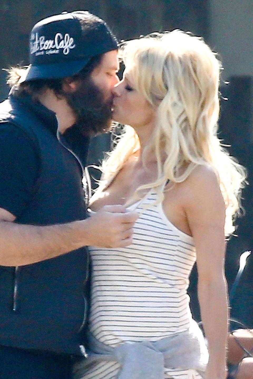 Rick Salomon und Pamela Anderson sind bekannt für ihre On-Off-Beziehung, doch hier sieht man die beiden als glückliches Paar zusammen.